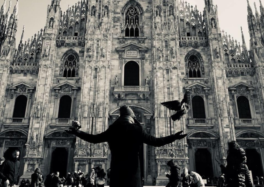 Lahhel devant de cathédrale duomo de Milan